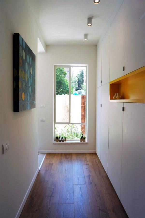 תכנון ועיצוב חלון מסדרון אייר שפירא