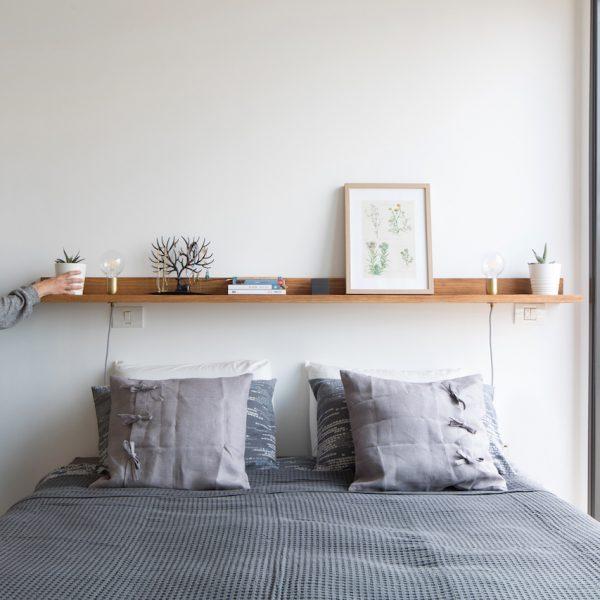 תכנון מדף מעל מיטה לתאורה אייר שפירא
