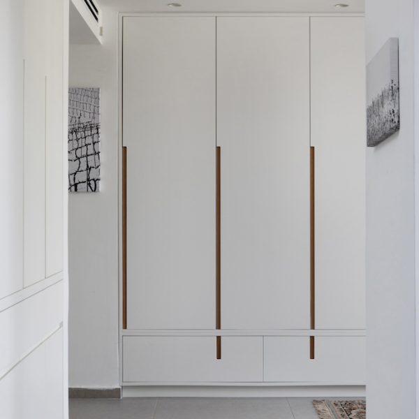 ארון אחסון כחלק ממסדרון חדרים