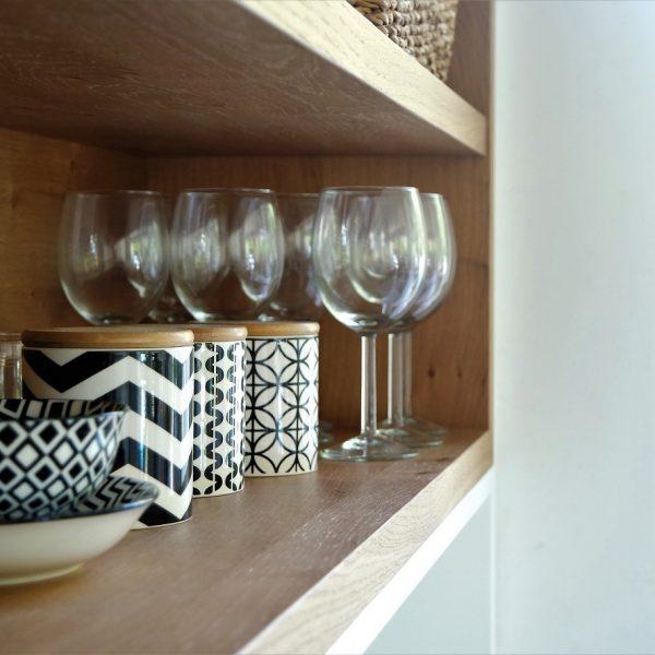 תכנון ועיצוב פרט נגרות במטבח אייר שפירא
